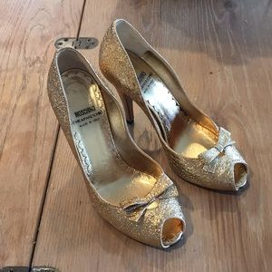 MOSCHINO Cheap and Chic Italy 36 Gold Bow Heels